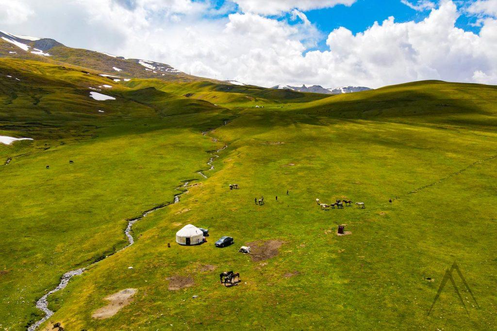 Road to Naryn and Kel Suu through Dolon pass